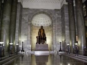 Большой холл. Статуя Вашингтона