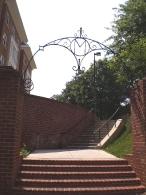 Изящная арка ворот