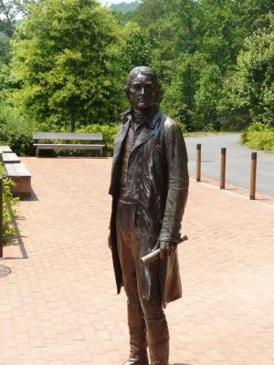 Скульптура Джефферсона у туристского центра