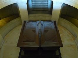 Мемориал У.С. Гранта.  Саркофаги президента и его жены