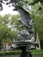Фонтан Мира возле собора Иоанна Богослова