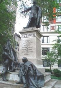 Памятник венгерскому революционеру Лайошу Кошуту