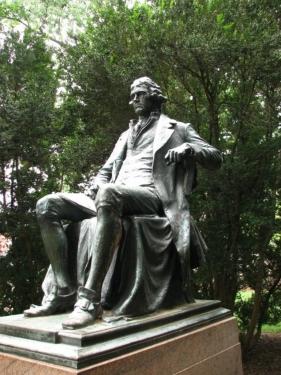 Статуя Т. Джефферсона в кампусе