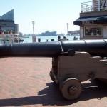 20. Корабельная пушка на берегу
