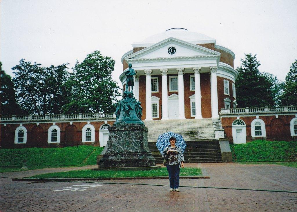 Статуя Джефферсона перед Ротондой